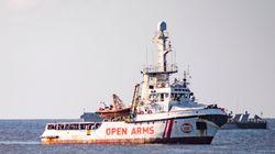 L'Open Arms, bloqué en mer depuis 2 semaines, refuse la proposition d'accoster en