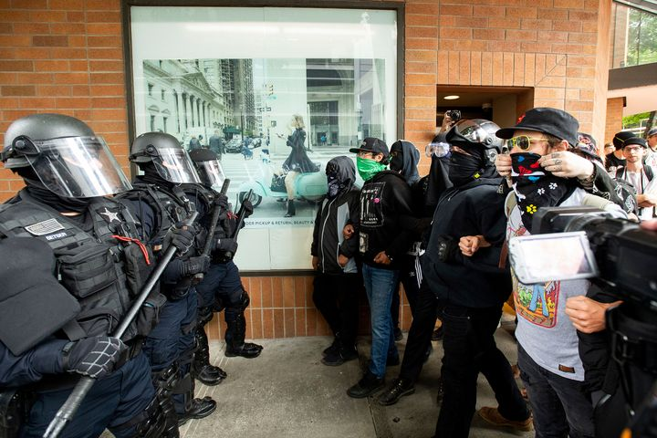 """Police officers face off against protesters opposed to right-wing demonstrators following an """"End Domestic Terrorism"""" rally i"""