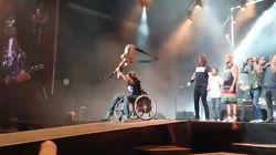 Il fan dei Foo Fighters esaudisce il desiderio più grande: spaccare la chitarra di Dave Grohl