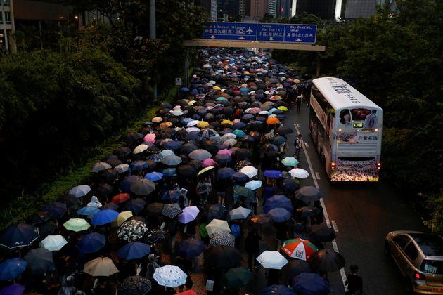 Miles de personas vuelven a las calles de Hong