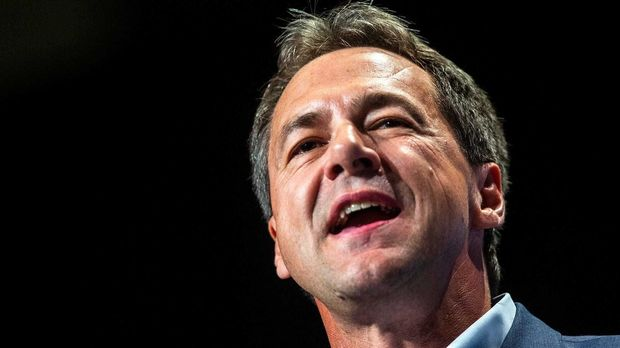 Montana Gov. Steve Bullock speaks during the Iowa Democratic Party Hall of Fame dinner, Sunday, June 9, 2019, at the DoubleTree by Hilton in Cedar Rapids, Iowa. 190608 Hof Bullock 002 Jpg (Photo by Joseph Cress/Iowa City Press-Citizen/USA Today Network/Sipa USA)