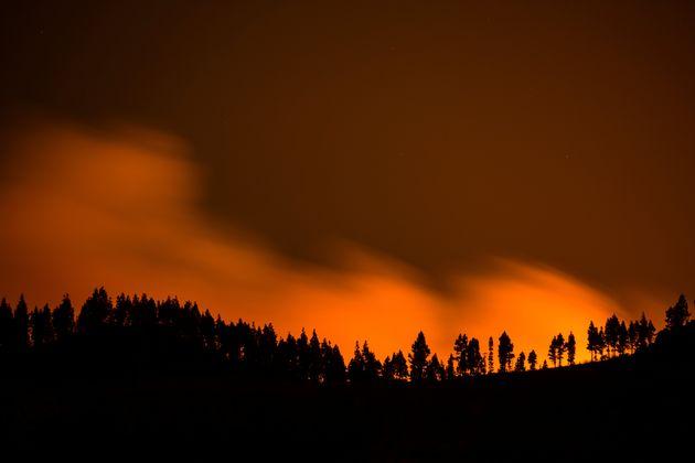 Πάνω από 4.000 άνθρωποι απομακρύνθηκαν απο τη ζώνη της μεγάλης πυρκαγιάς στην Γκραν