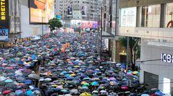 香港デモ、170万人参加 警察許可ないまま通り埋める