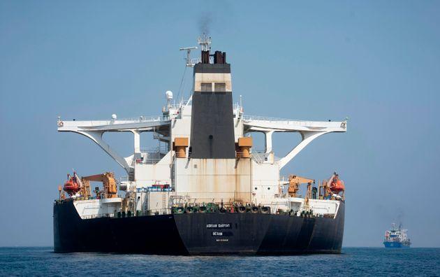 Έφυγε από το Γιβραλτάρ το ιρανικό δεξαμενόπλοιο που είχε καταληφθεί από βρετανικές