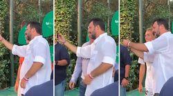 Matteo Salvini, il Ministro del selfie: scatta 16 foto in 88 secondi