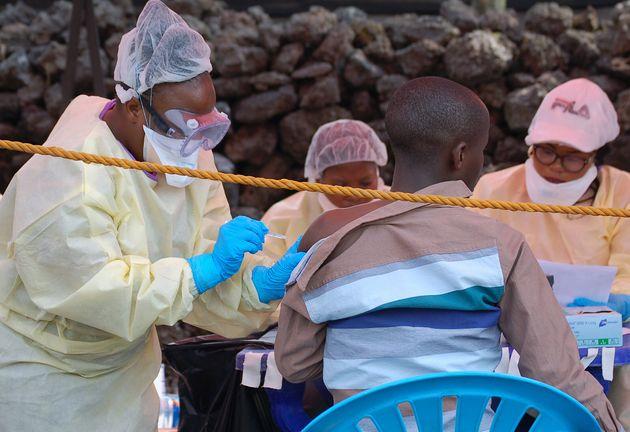 Σε νέα επαρχία εξαπλώθηκε η επιδημία Έμπολα στη Λαϊκή Δημοκρατία