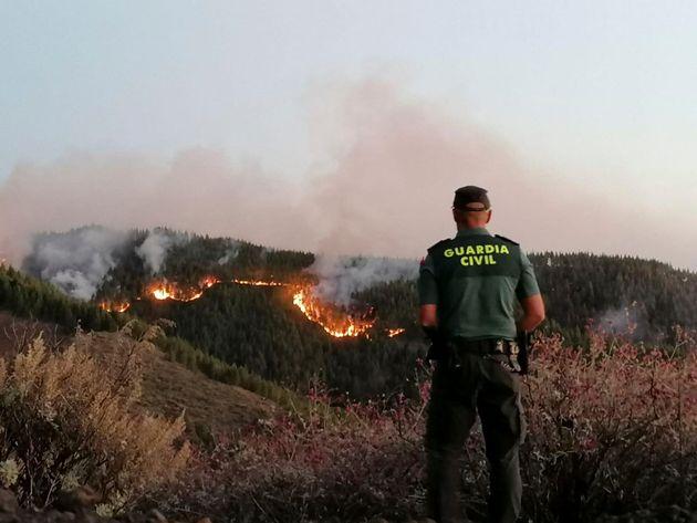 Ισπανία: Στους 8.000 οι άνθρωποι που απομακρύνθηκαν από την περιοχή της φωτιάς στο Γκραν