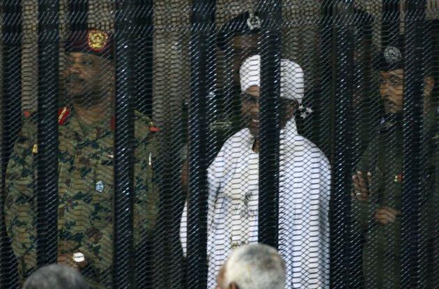 Soudan: L'ex-président Omar El Béchir jugé pour