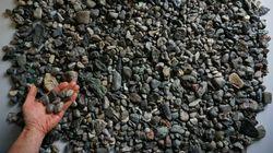 Ces plastiques qui ressemblent à des cailloux polluent les
