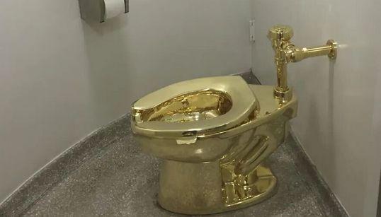 Βρετανία: Χρυσή τουαλέτα για τους επισκέπτες στο ανάκτορο