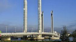 Un bateau fonce dans un pont à Bordeaux et fait dix