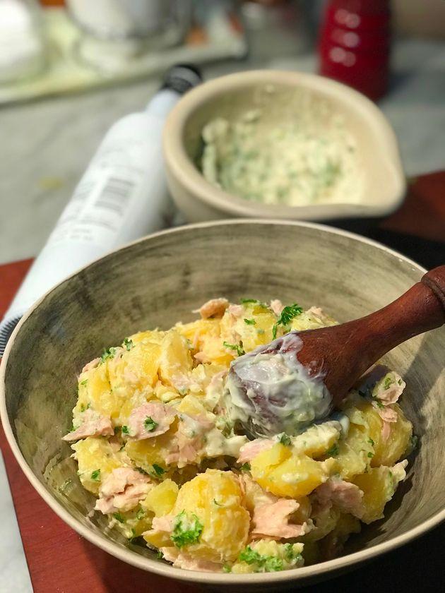 Un buen aperitivo veraniego: patatas y ventresca de atún con alioli