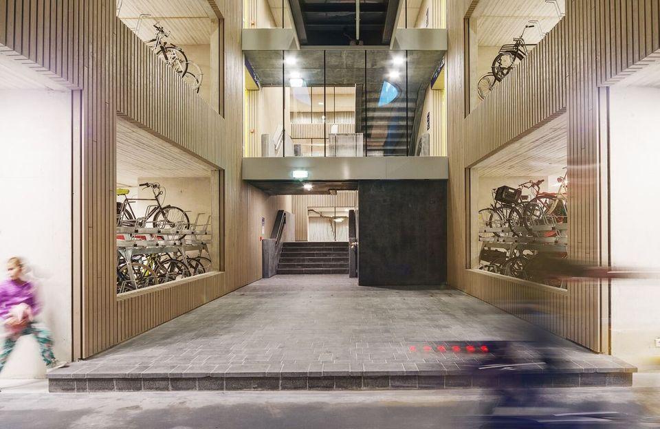 Η Ουτρέχτη δημιούργησε τον μεγαλύτερο πολυχώρο πάρκινγκ για ποδήλατα στον