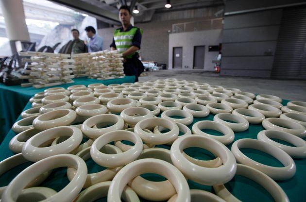 Τουρίστριες με βραχιόλια από ελεφαντόδοντο συνελήφθησαν στο αεροδρόμιο του