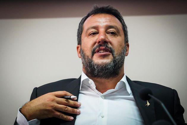 Salvini dal torso nudo del Papeete al foglio bianco del Sena