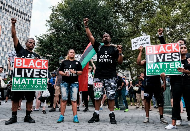 Le 17 juillet 2019, des membres du mouvement Black Lives Matter manifestent à New York contre...