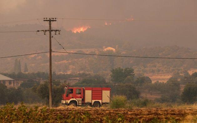 Φωτιά σε αγροτική περιοχή στη
