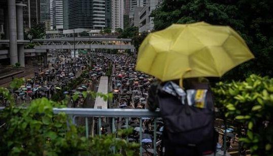 Τέσσερις Έλληνες μετανάστες στο Χονγκ Κονγκ εξηγούν στη HuffPost πώς βιώνουν τις