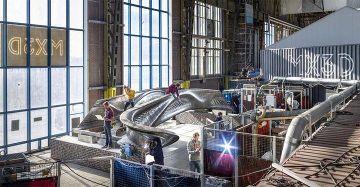 요리스 라만이 디자인한 세계 최초의 금속 3D 프린팅 다리
