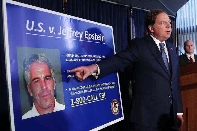 Le procureur de Manhattan annonçant les nouvelles charges retenues contre Jeffery Epstein, New...