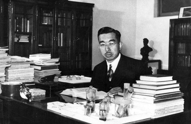 L'empereur Hirohito, qui resta pendant 62 ans sur le trône du Japon, aurait voulu s'excuser pour...