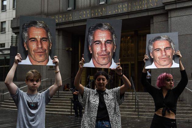 Epstein firmó un testamento dos días antes de suicidarse en la