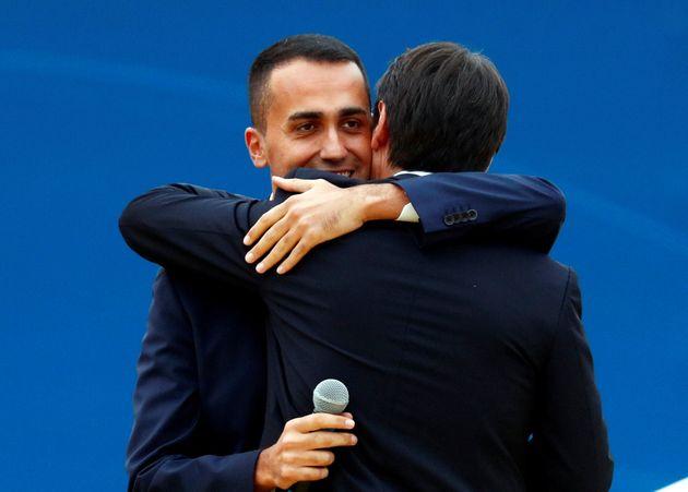 """""""Sei una perla rara che l'Italia non può perdere"""". Di Maio ringrazia Conte via Facebook"""