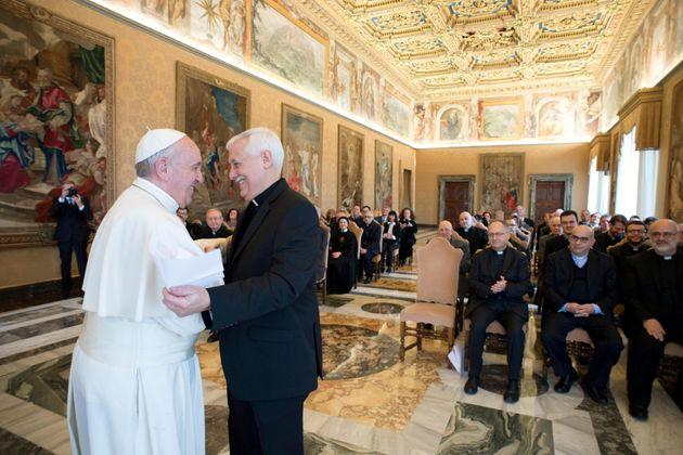 Papa Francesco incontra Arturo Sosa, il 'papa nero' dei