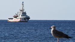 España manda a un buque de la Armada a recoger a los migrantes del Open