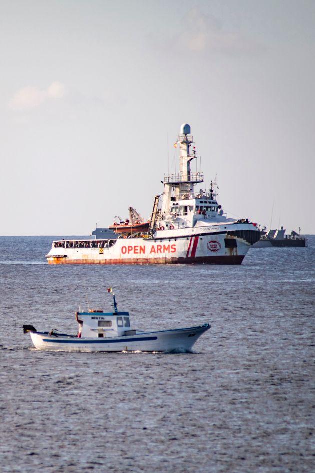 Madrid envoie un navire militaire récupérer les migrants de l'Open