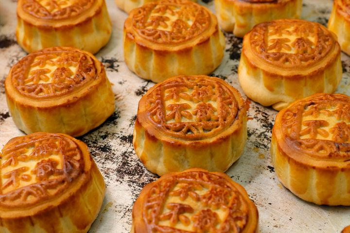 Mooncakes are pastries with rich fillings that are usually served at the Mid-Autumn Festival.