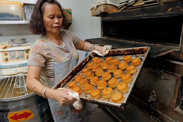 While the stamps are unique, the bakery's mooncake fillings are more traditional. As Atlas Obscura reports,Wah...