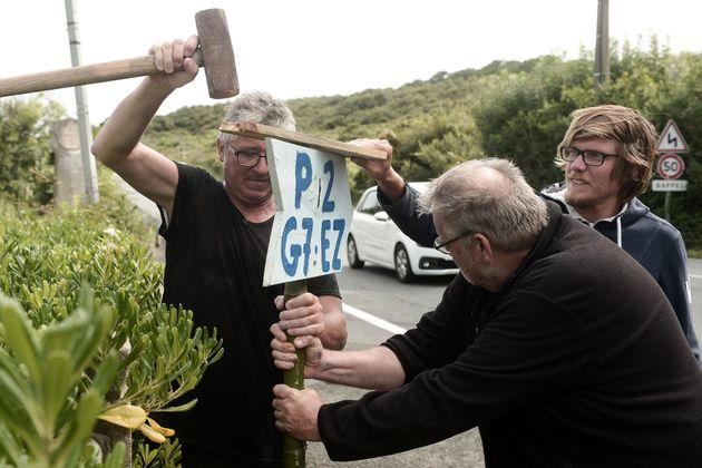 Des militants anti-G7 se préparent pour leur