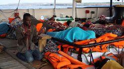 Open Arms salva 15 migranti, tra cui donne e bambini, a largo di Lampedusa