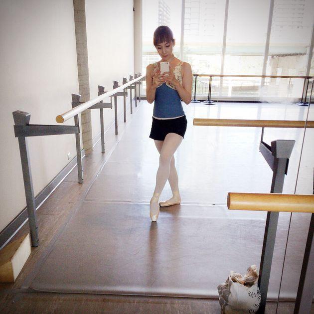 過食嘔吐が激化していた2016年9月。トロント旅行中に寄ったバレエスタジオで撮った一枚。この旅行に私は体重計を持ち込んで、毎晩乗っていました。