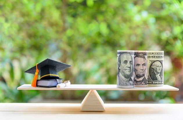 남편과 나는 교육이 가난의 탈출구라고 믿었다. 지금은 학자금 빚이