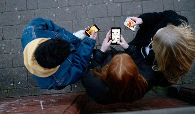 À quel âge faudrait-il offrir un premier smartphone selon la science?