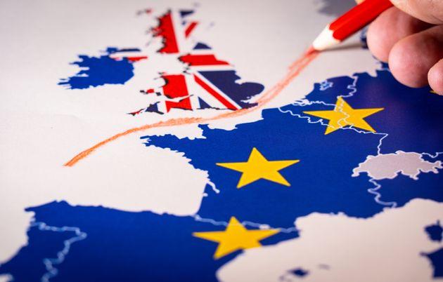 Δημοσκόπηση: Υπέρ δημοψηφίσματος για οριστική συμφωνία για το Brexit το 52% των