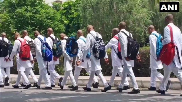 Ινδία: Μαζικό καψόνι σε 150 φοιτητές Ιατρικής - Τους ανάγκασαν να κουρευτούν