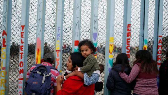 EEUU anuncia una nueva norma para detener más tiempo a familias con niños