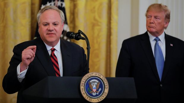 U.S. President Donald Trump listens to U.S. Interior Secretary David Bernhardt speak during an event touting the administration's environmental policy in the East Room of the White House in Washington, U.S., July 8, 2019. REUTERS/Carlos Barria
