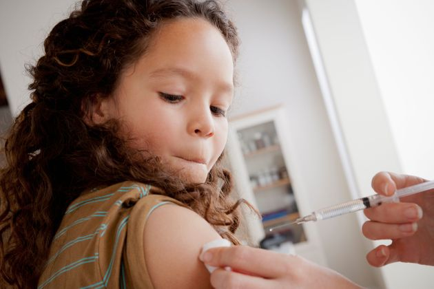 Au Québec, les filles et les garçons reçoivent le vaccin contre le VPH pendant la...