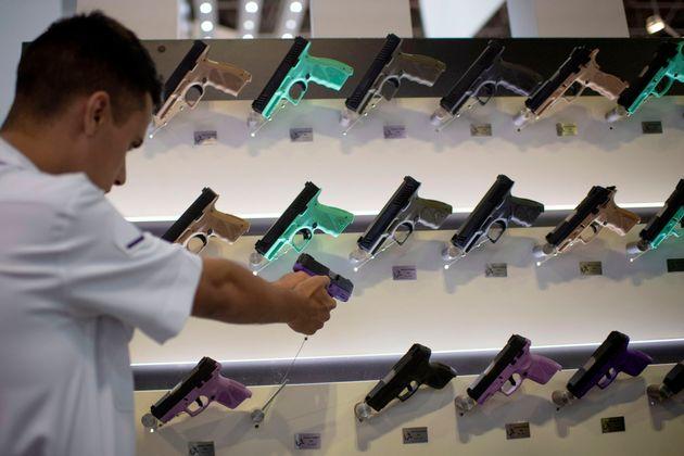 Governo autoriza venda de armas e munições em free shops nas cidades de