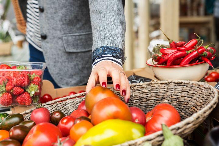 La marge réalisée par la grande distribution sur une tomate bio, par exemple, est de 83%, selon l'UFC-Que Choisir.