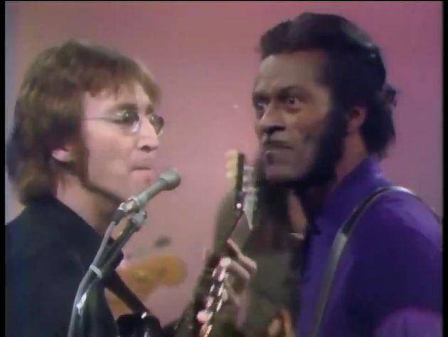 Rescatan un vídeo de John Lennon y Chuck Berry y Twitter enloquece con este detalle de Yoko