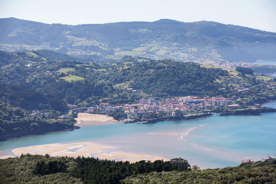 La ría de Urdaibai, desde el mirador de San Pedro de Atxarre.
