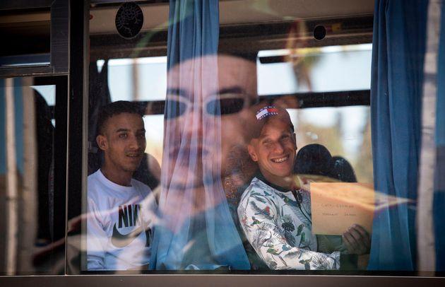 Service militaire: En images, les premiers départs des jeunes retenus