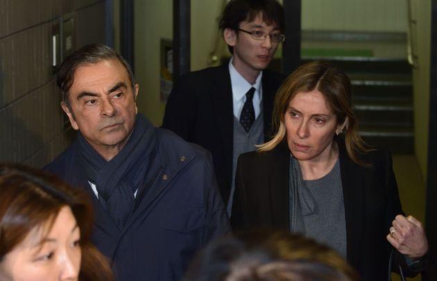 Carlos et Carole Ghosn en sortant de chez leur avocat à Tokyo le 3 avril