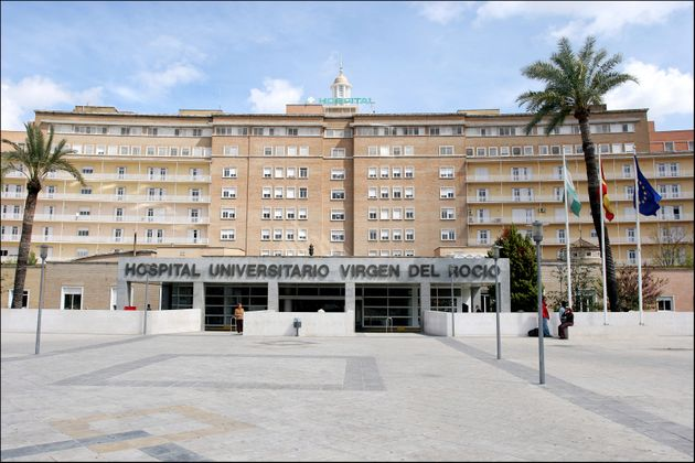 Edificio principal del Hospital Virgen del Rocío de