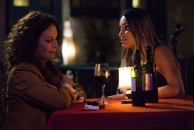 Carolina Ferraz (à esq.) contracena com a atriz e mulher trans, Viviany
